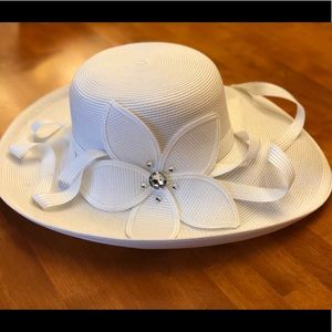 Derby hat in white